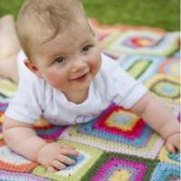 Weegoamigo Crochet Baby Blanket Nora with baby